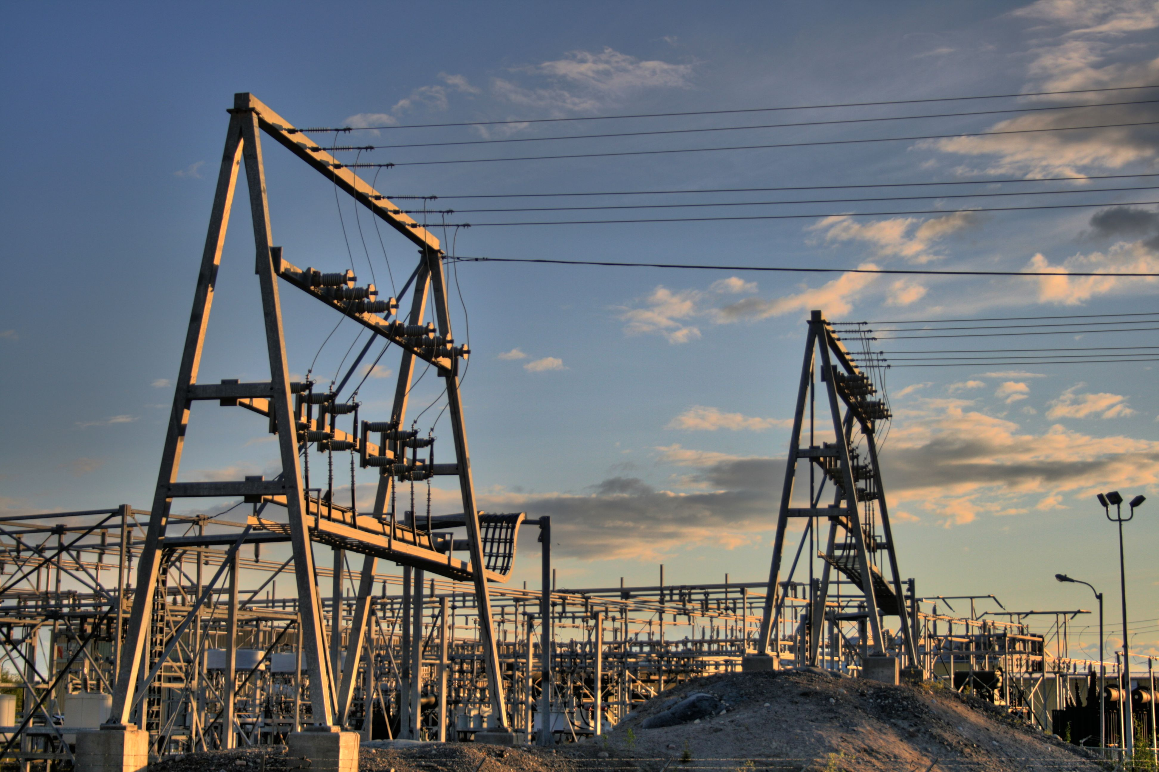 Canada's power grid is pretty clean. Here's why it needs to be cleaner