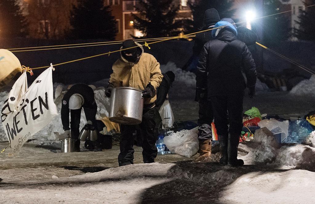 Police break up Quebec rail blockade