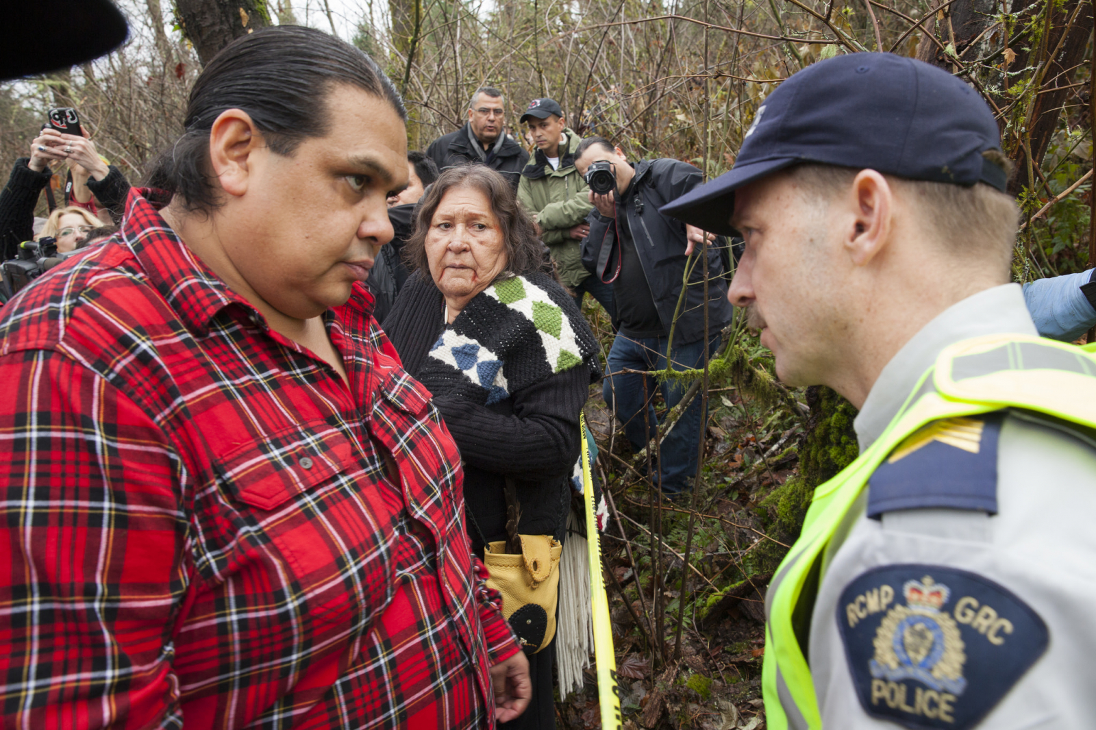 Rueben George on Burnaby Mountain speaking to RCMP - Mychaylo Prystupa