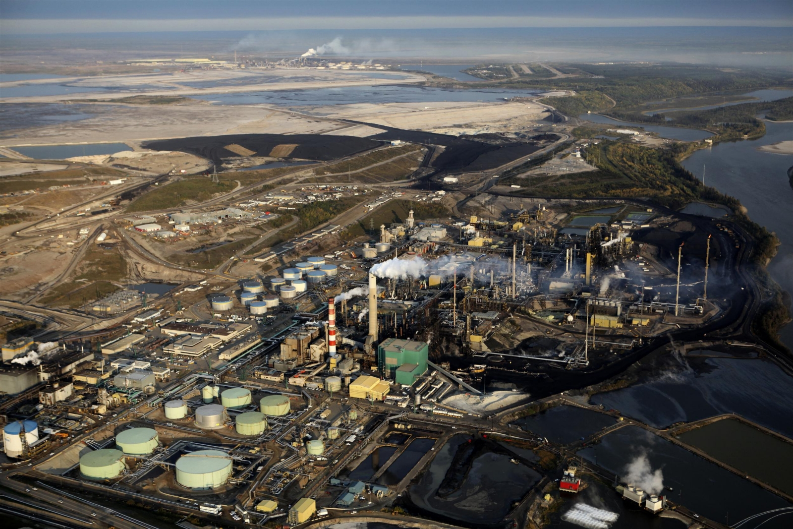Suncor Refinery outside of Fort McMurray with the Syncrude Refinery visible in the background. Photo by Colin O'Connor, Greenpeace.