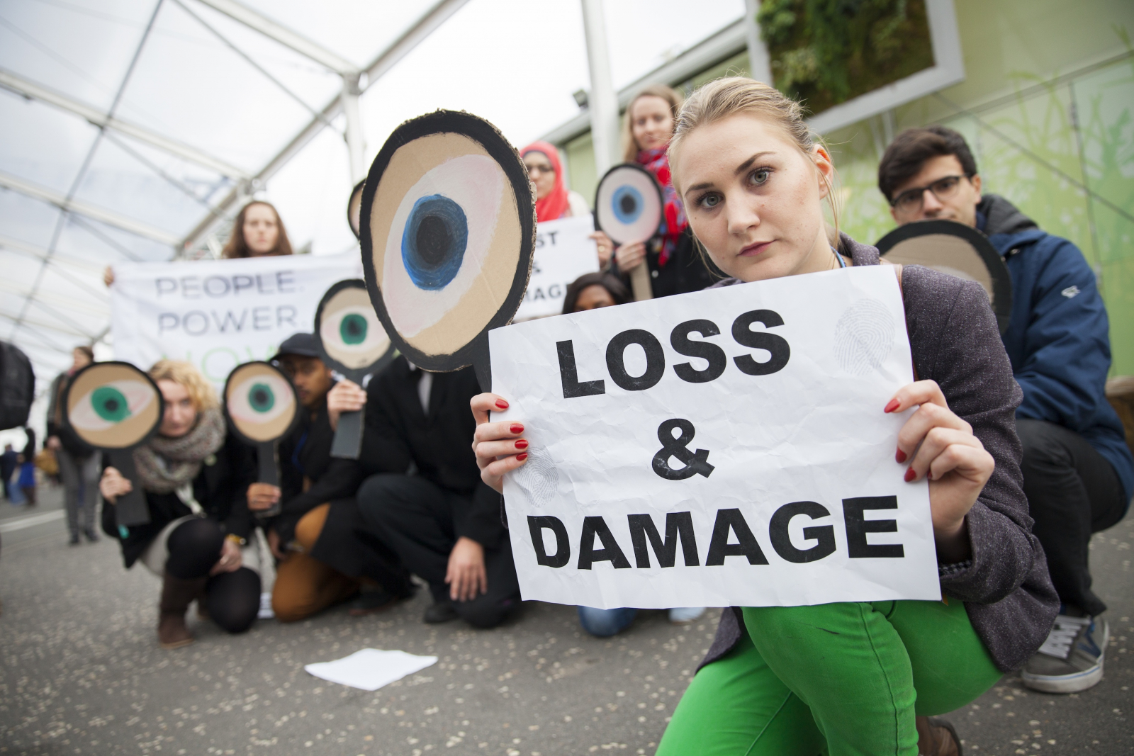 friends_of_the_earth_-_loss_and_damage_protest_paris_cop21_-_mychaylo_prystupa