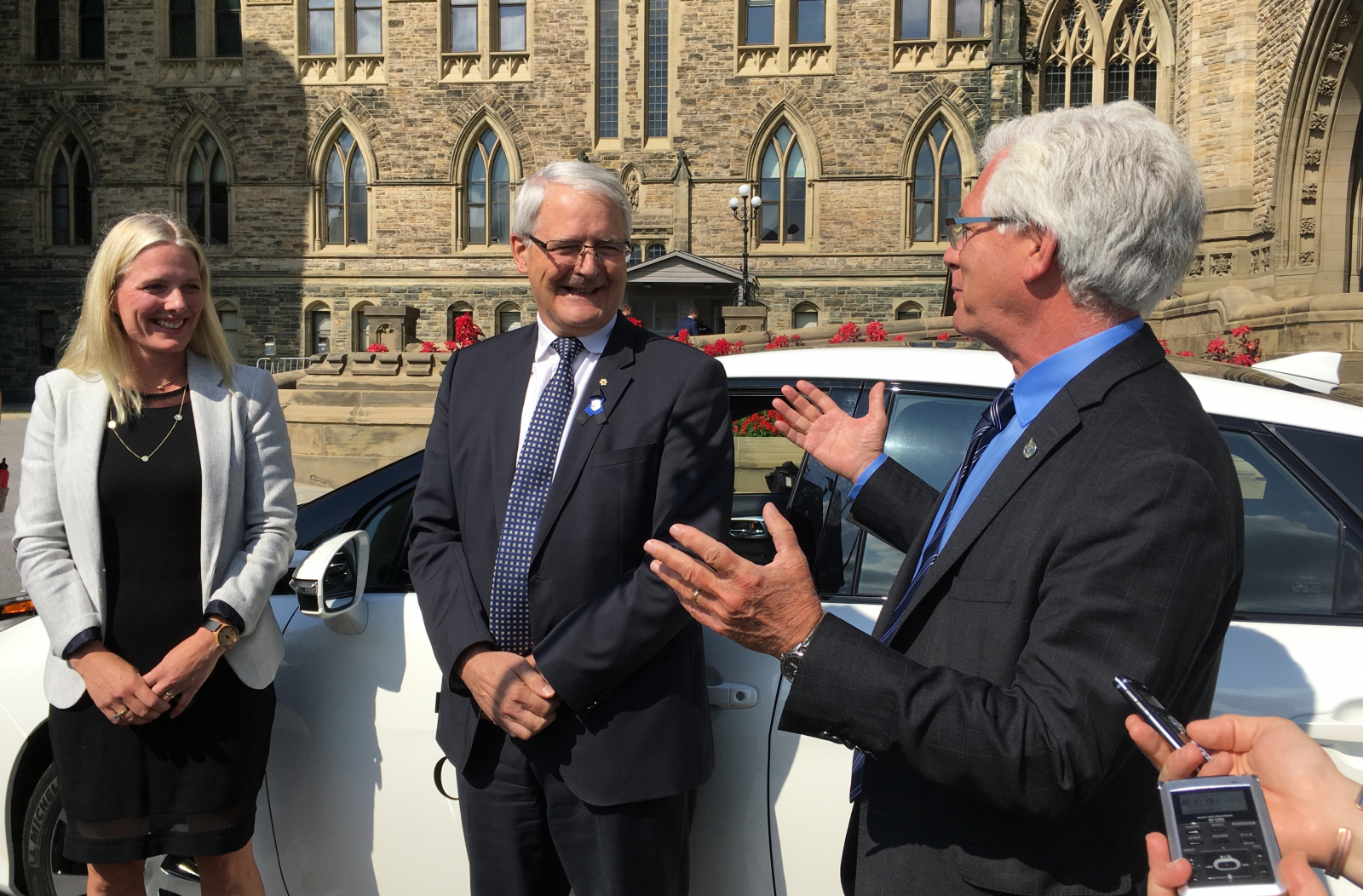 Catherine McKenna, Marc Garneau, Jim Carr, fuel cell
