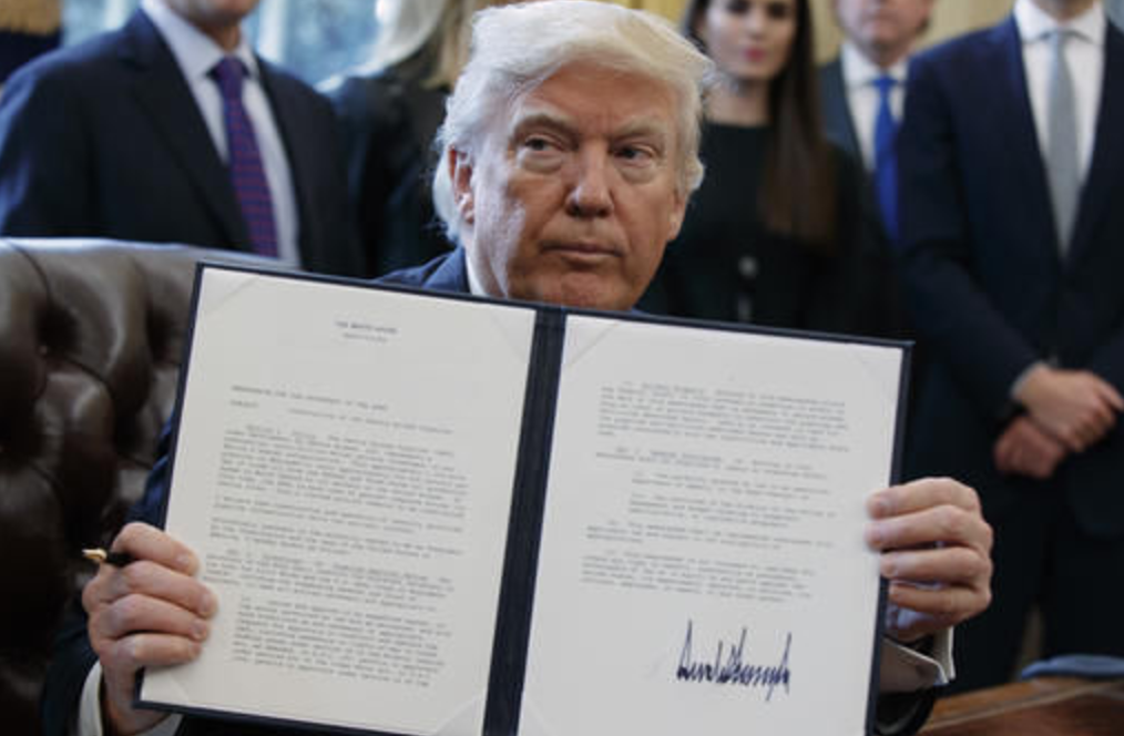 Donald Trump, Dakota Access pipeline, presidential memorandum, Oval Office, White House