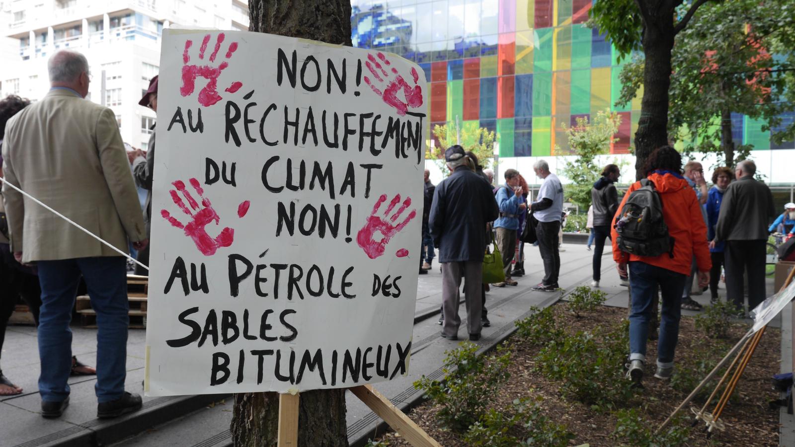 Caisse, Montréal, divesting, fossil fuel, rally