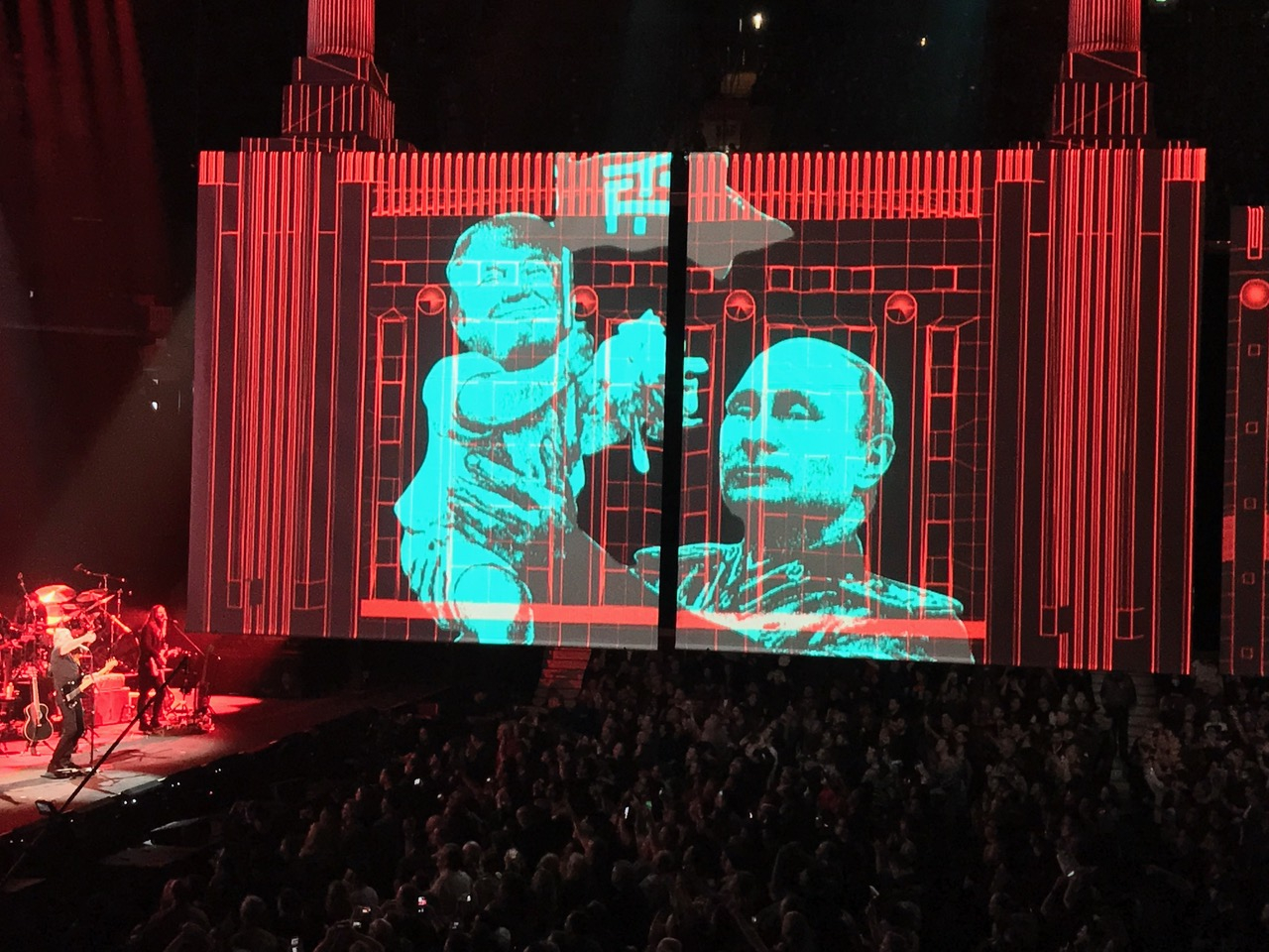 https://www.nationalobserver.com/sites/nationalobserver.com/files/styles/body_img/public/img/2017/10/29/trump-rogerwaters.jpeg?itok=t7ER1Qd2