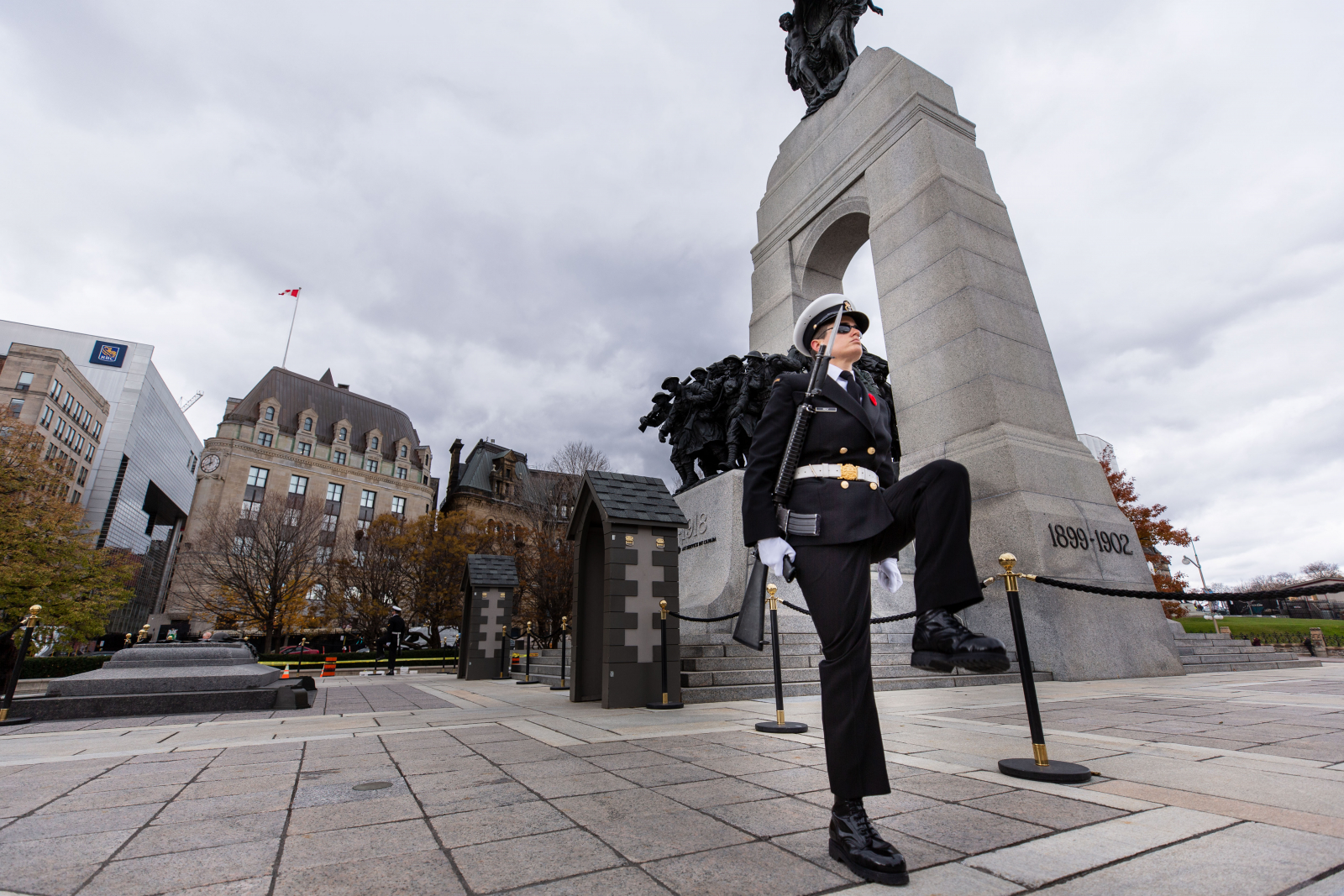 Welland turns out en masse to mark Remembrance Day