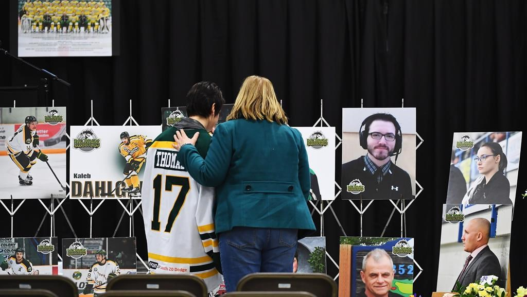 Meadow Lakers wear jerseys to honour Humboldt Broncos