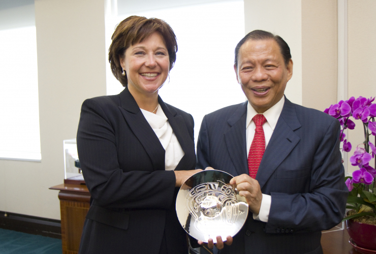 premier_christy_clark_and_sukanto_tanoto_woodfibre_lng_national_observer