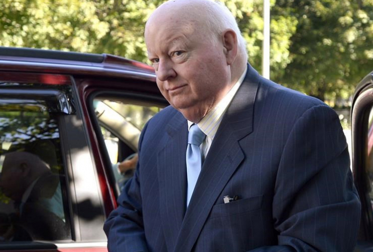 Mike Duffy arriving at Ottawa trial 082515. Canadian Press photo