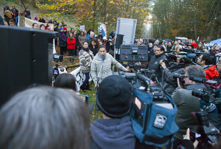 Kinder Morgan Burnaby Mountain protests in 2014 drew hundreds of people - photo by Mychaylo Prystupa