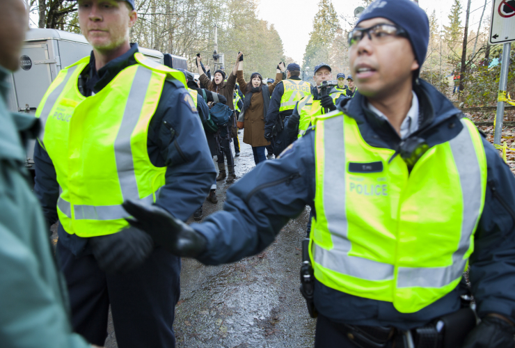 Police clash with KInder Morgan protesters on Burnaby Mountain during arrests - Mychaylo Prystupa