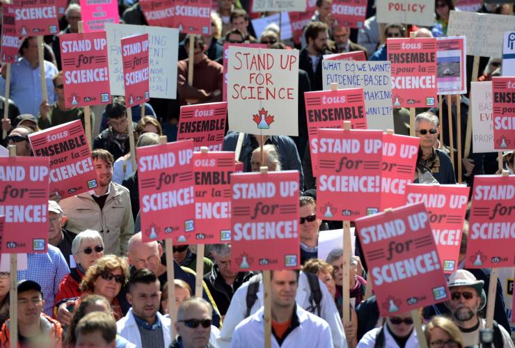 scientists_protest_ottawa.jpg
