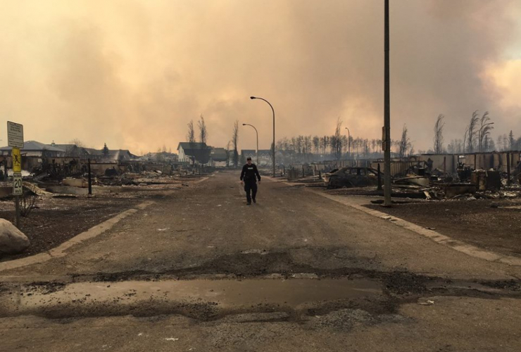 RCMP, Fort McMurray, wildfire, deserted, oilsands, oil sands