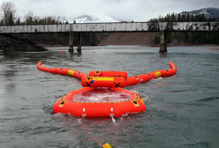 Oil skimmer, Enbridge, spills, pipelines, Michigan, Calgary, Canada, oilsands