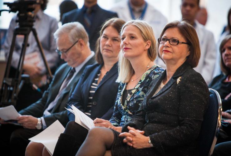 Catherine McKenna, Judy Foote, Jane Philpott, asbestos