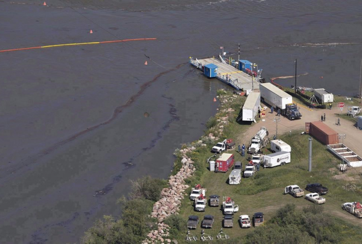 Crews work to clean up an oil spill on the North Saskatchewan river near Maidstone, Sask., in a July 22, 2016