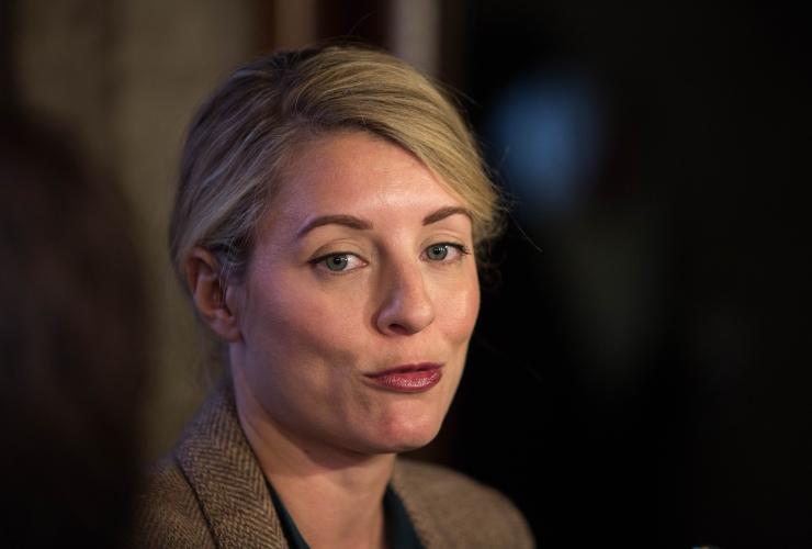 Mélanie Joly, Bombardier, executive bonuses