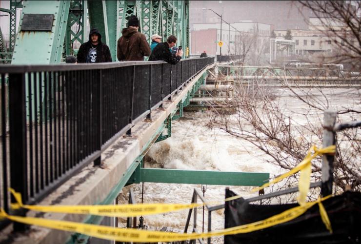 Chaudière Bridge, Gatineau, Quebec, flooding,