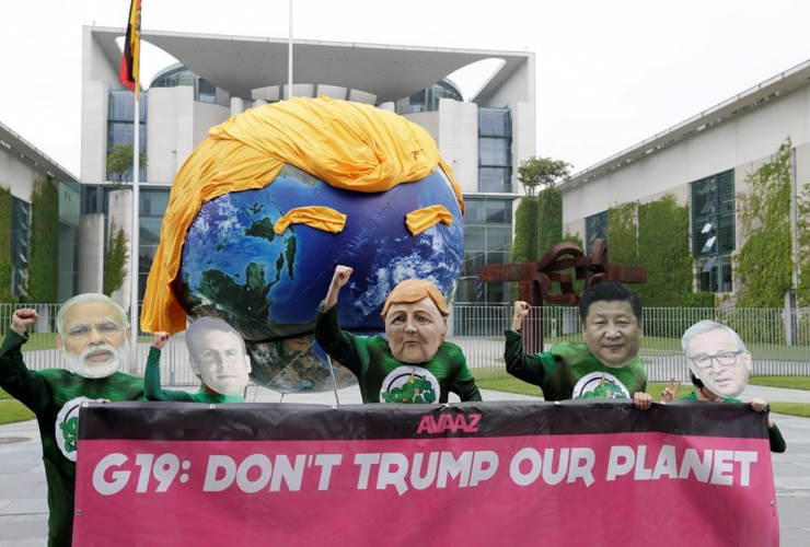 Demonstrators, Avaaz campaign, protest, climate policy, U.S. President Donald Trump, G-20 summit, chancellery, Berlin, Germany,