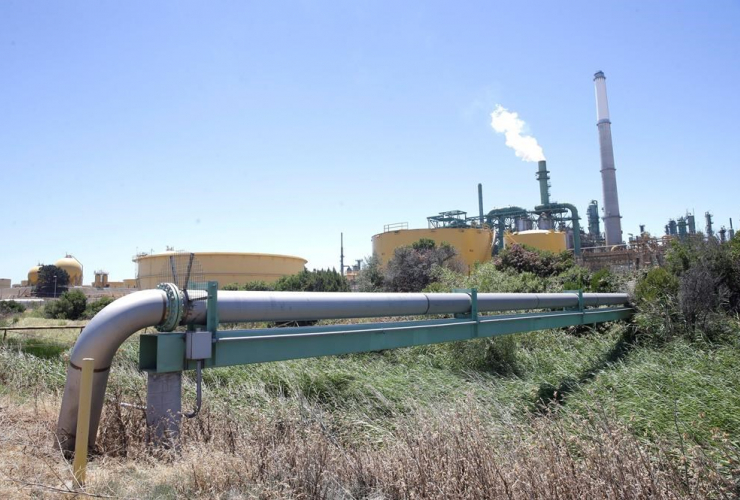 Jerry Brown, lawmakers, cap-and-trade program, carbon, oil refineries, Valero Benicia Refinery