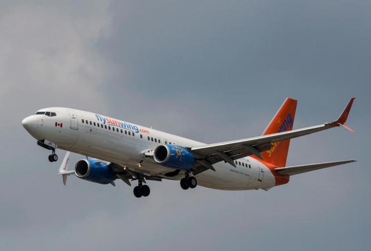 Sunwing, Boeing 737-800, passenger plane, Pearson International Airport, Toronto