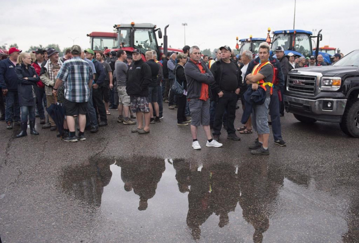 Local dairy farmers, protest, dairy supply management, Quebec, tractors, Prime Minister Justin Trudeau, Saguenay,