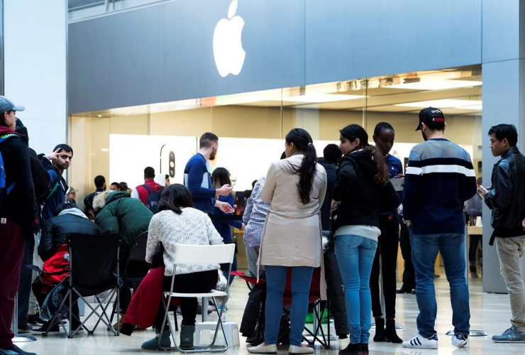 People, line up, Apple iPhone X, Square One Shopping Centre, Mississauga,