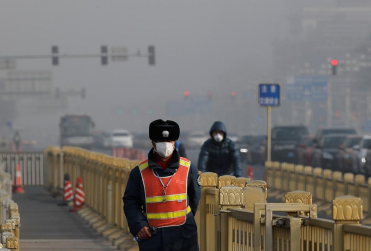traffic warden, protection mask, Tiananmen Square, Beijing, China, smog,