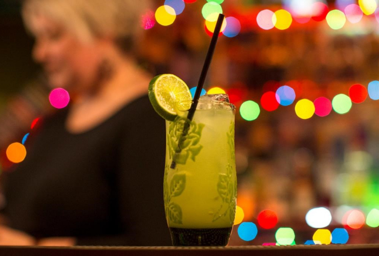 Bar owner, Rachel Conduit, drink, glass, recycled straw, Toronto, Farside bar,