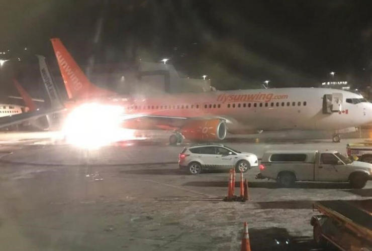 planes, collide, tarmac, Pearson International Airport,