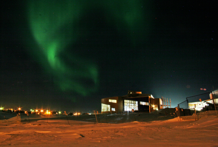 aurora, cambridge bay, chars, Arctic, government of Canada photo