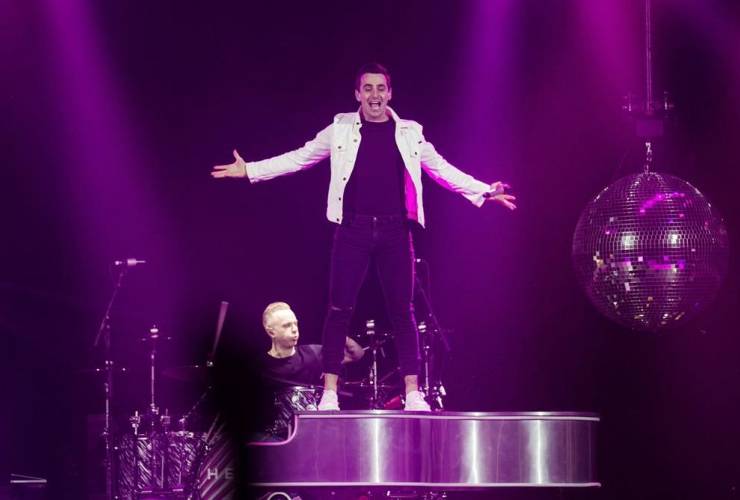 Jacob Hoggard, rock group Hedley, concert, Halifax,