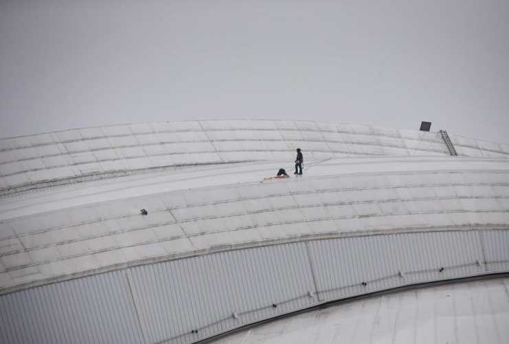 Workers, Rogers Centre, CN Tower, falling ice,
