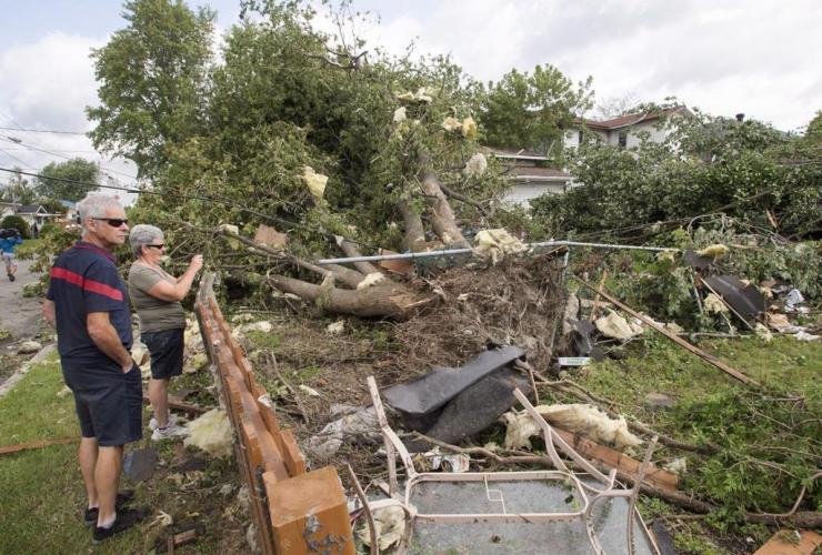 Residents, survey, damage, catagory one tornado, Lachute, Que., Montreal,