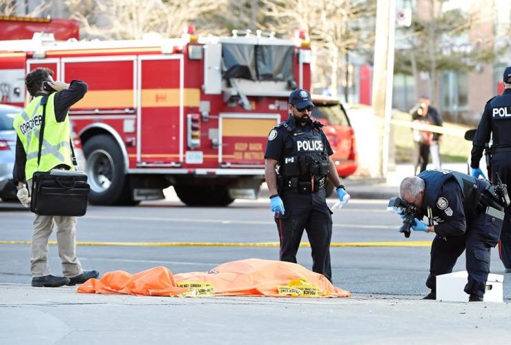 Police, photos, covered body, Toronto,