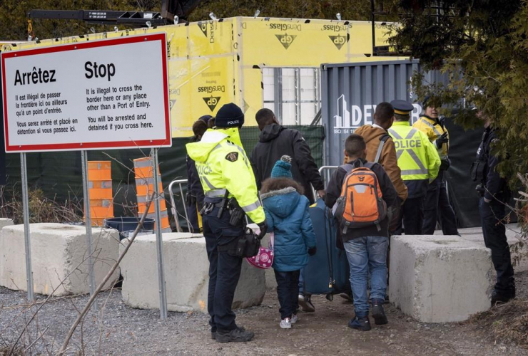 RCMP officers, Canada, United States, asylum seekers,