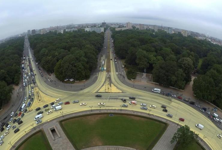 roundabout, Berlin, landmark Victory Column, yellow paint, Greenpeace activists, protest, solar power,