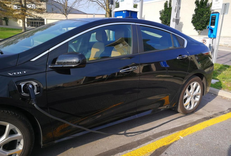 Chevrolet Volt, charging station, Lansdowne Mall, Peterborough, Ontario,