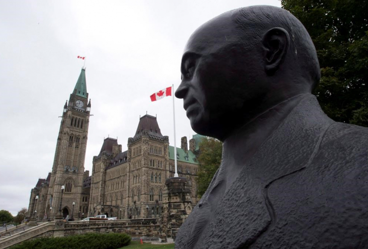 statue, prime minister William Lyon Mackenzie King, Parliament building, Ottawa,