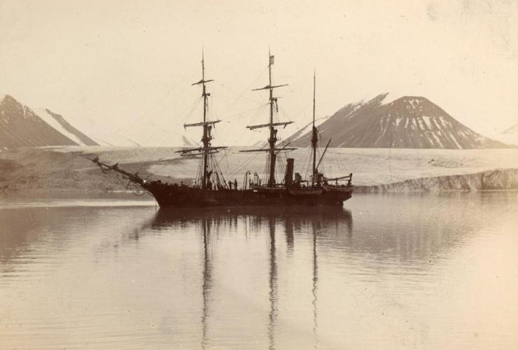 Nova Zembla, oak, three-masted ship, steam engine,
