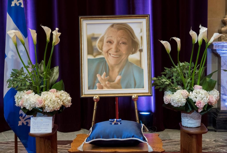 photograph, Lise Payette, memorial service, City Hall, Montreal,
