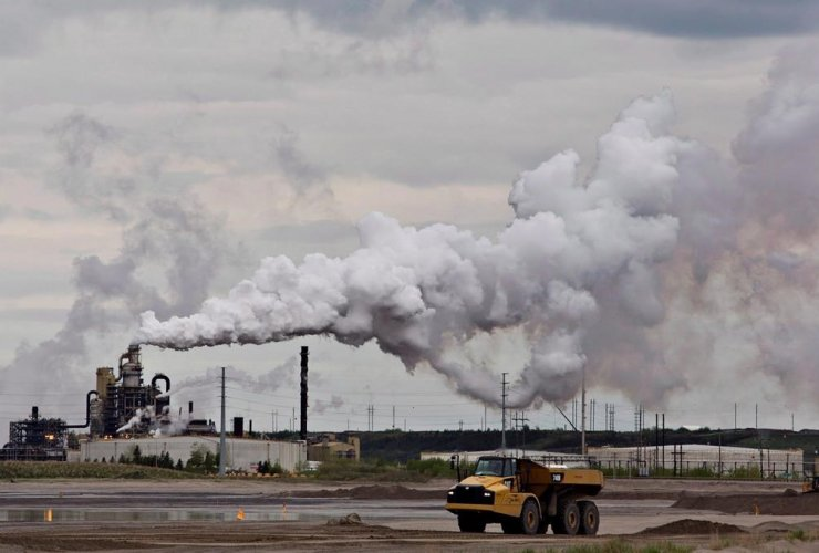 dump truck, Syncrude oil sands, extraction facility, Fort McMurray, Alta.,