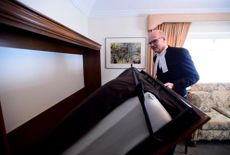 Speaker of the House of Commons, Geoff Regan, hide-a-bed, Speakers Apartment,