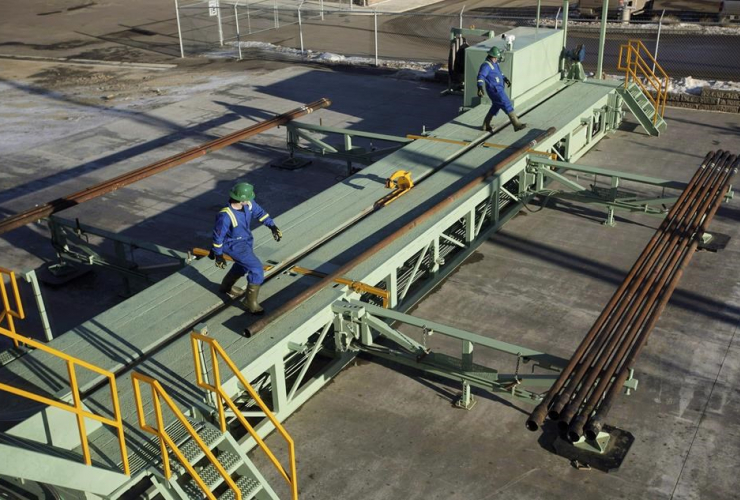 Trainees, pipe, catwalk, training session, drill pipe, rig floor, Precision Drilling, Nisku,
