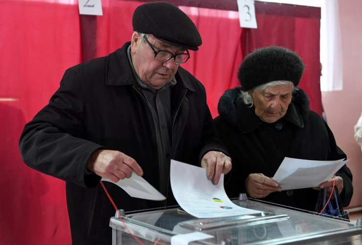 People, ballots, polling station, Donetsk, Ukraine,
