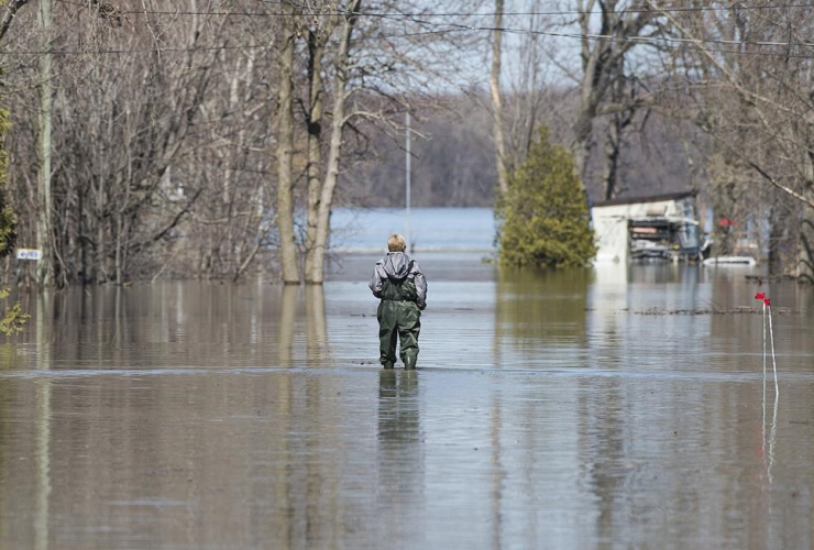 woman, floodwaters, Rigaud,