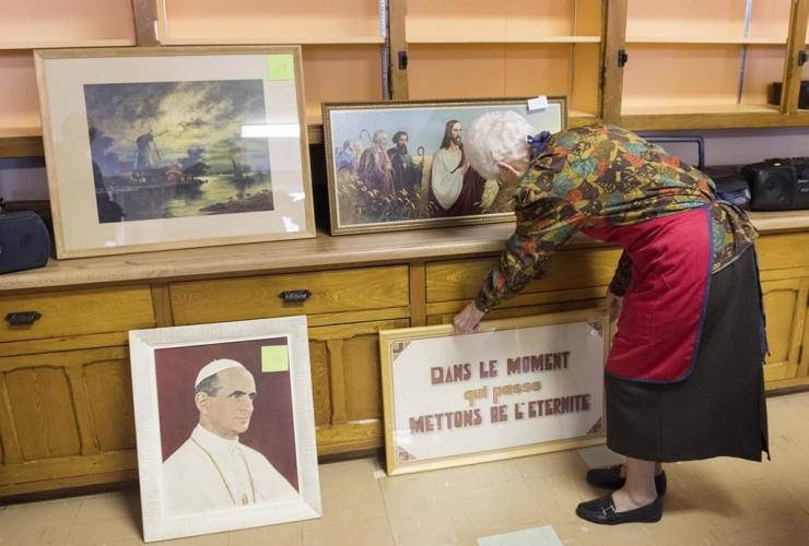 member, Sisters of Sainte-Anne, sale, convent, Montreal,