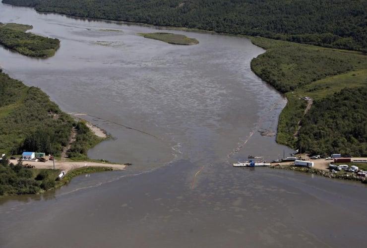 Crews, clean up, oil spill, North Saskatchewan river, Maidstone, Sask.,