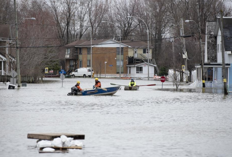 boats, Rue Saint-Louis, Gatineau, Que., flooding, Ottawa River,