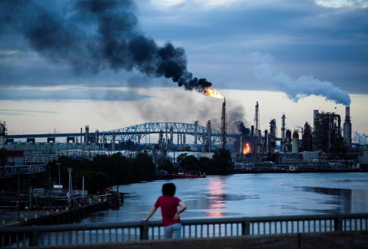 Flames, smoke, Philadelphia Energy Solutions Refining Complex, Philadelphia,